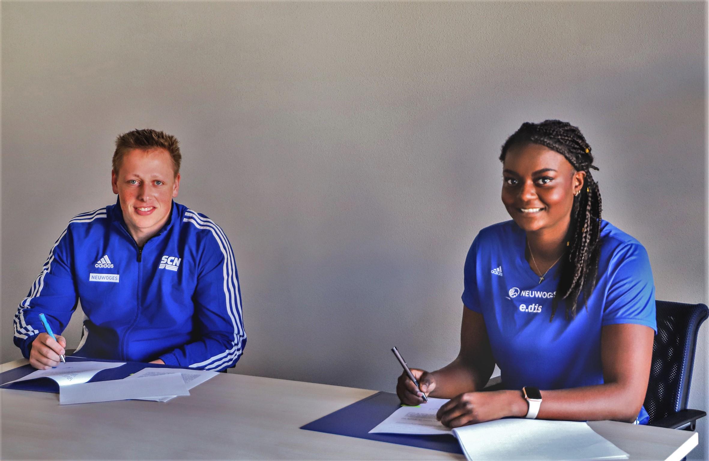 Tim Ader und Claudine Vita unterzeichnen ihre Verträge